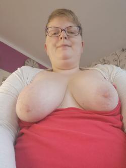 Uelzen Hey ich bin Sina 37 Jahre alt und Hausfrau die gerne verwöhnt und ich liebe Sex. Ja ich bin Mollig na und  habe dafür eine wunderschöne naturoberweite von 95 b also sehr viel zum anfassen und zu